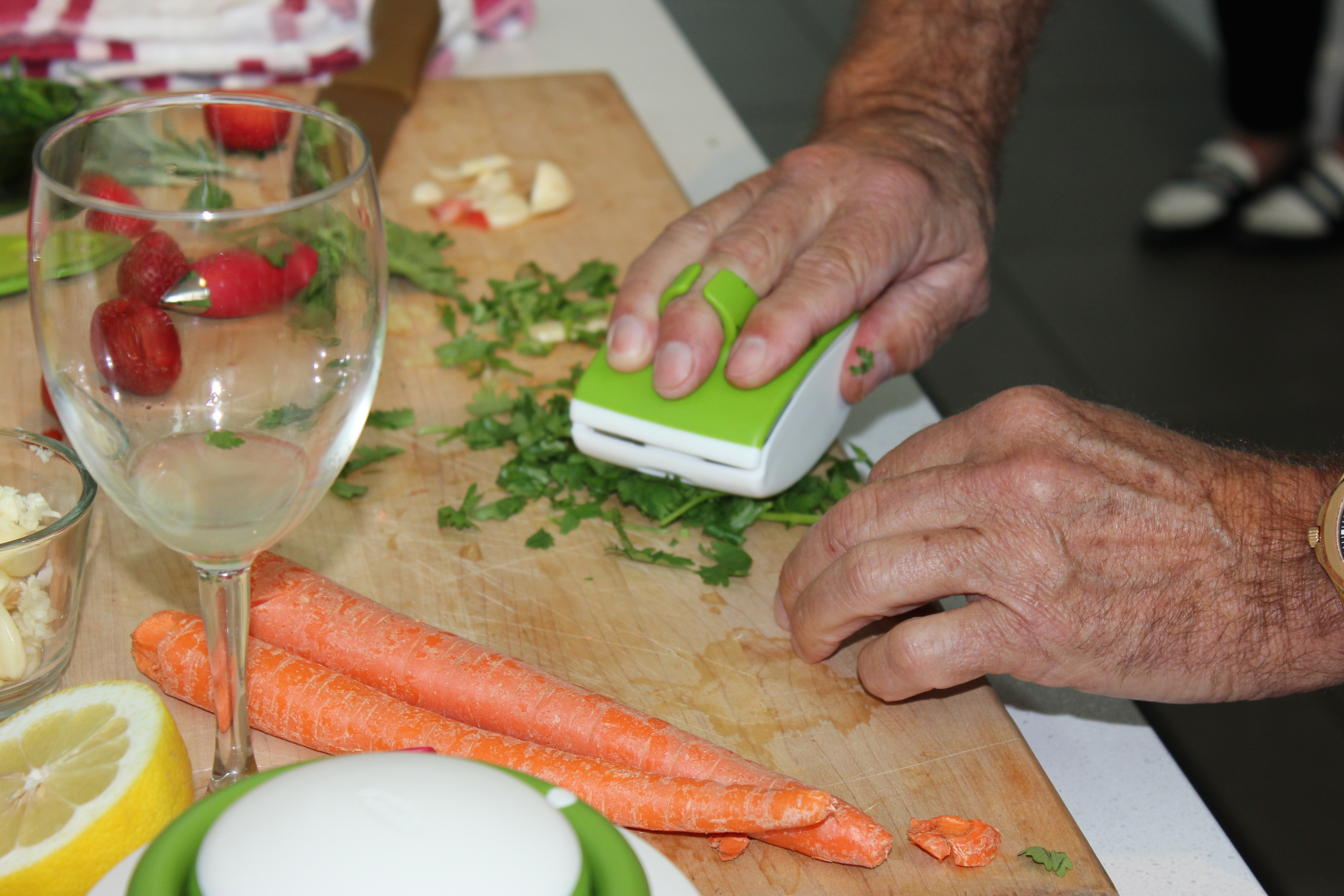I love the bright colors of the Chef'n products, but for those who know me, the green and white ones call my name! Here's one for chopping small herbs.