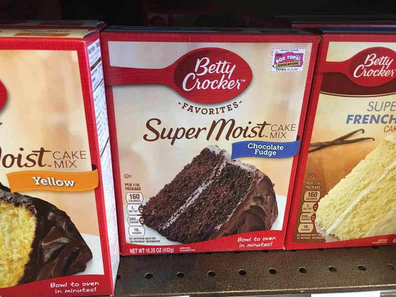 Close up photo of a box of Betty Crocker Super Moist cake.